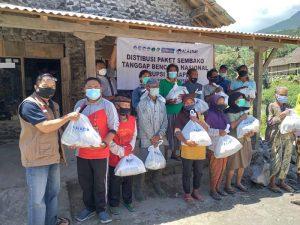 LAZ Al Azhar Jateng Salurkan Bantuan Paket Sembako Untuk Penyintas Erupsi Merapi