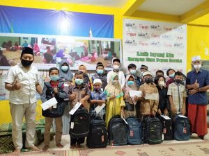 LAZ Al Azhar Yogyakarta Beri Santunan dan Perlengkapan Sekolah untuk Anak Yatim