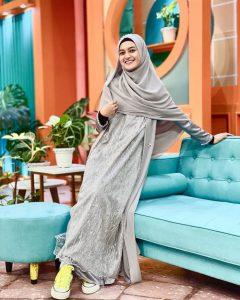 5 OOTD Hijab ala Jihan Salsabila, Istri Cantik Ustaz Syam