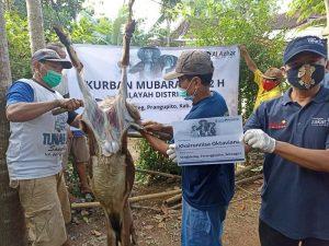 Berbagi Daging Kurban di Pelosok Desa Rawan Kekeringan