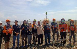 Peringatan WCD: Dompet Dhuafa bersama Tabur BankSa Tanam 1000 Mangrove