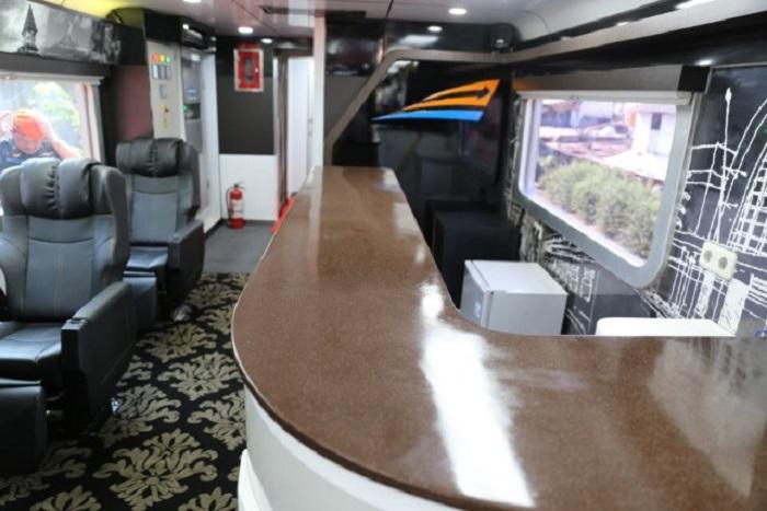 mini bar dalam kereta istimewa